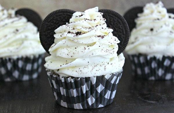 Chocolate cupcakes-s